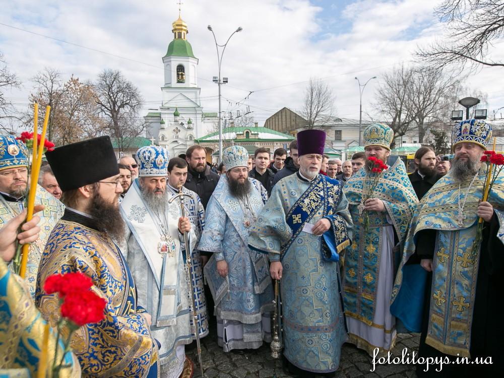 Предстоятель Української Православної Церкви вшанував пам'ять загиблих українських воїнів